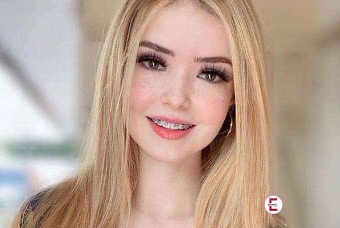 Damn sexy: blonde Latina and Instagram model