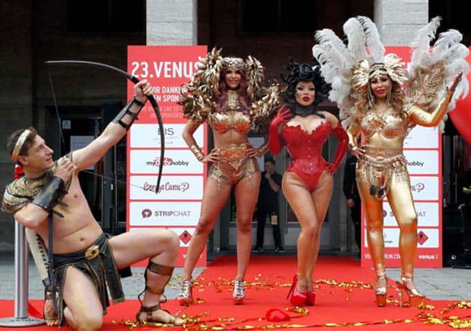 23rd Venus: Eroticism, lifestyle and a world record