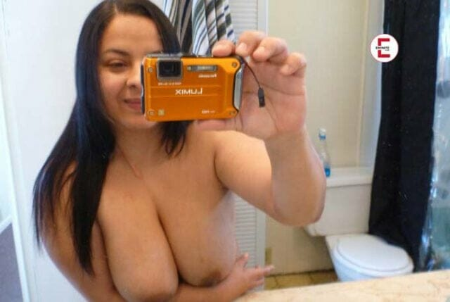 This is why private selfies in front of the mirror are so sexy